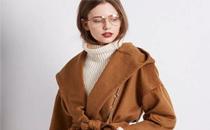 焦糖色大衣显肤色吗 焦糖色大衣怎么搭配好看图片